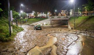 Nach starken Regenfällen wurden zahlreiche Unterführungen und Straßen überschwemmt. (Foto)