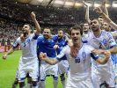 Nach dem griechischen Sieg über Russland herrschte bei Spielern und Fans Partystimmung. (Foto)