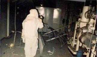 Nach dem Störfall kommen nur noch Spezialisten in die Atomkraftwerke. Hier untersucht ein mit Strahl (Foto)