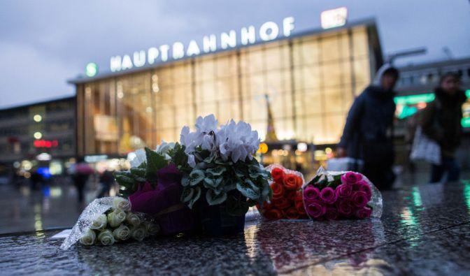 Nach den Übergriffen auf zahlreiche Frauen auf dem Bahnhofsvorplatz in Köln, ist die Solidarität für die Opfer groß. Die Ermittlungen gegen die Täter laufen auf Hochtouren. (Foto)
