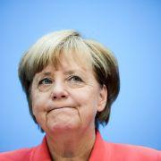 Nach dem Wahldebakel in Berlin hat die Kanzlerin erneut Fehler eingestanden, selbstkritischer denn je. An ihrem Kurs innerhalb der Flüchtlingspolitik scheint sie dennoch festhalten zu wollen. (Foto)