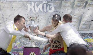 Nackter Protest gegen die EM 2012 (Foto)