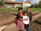 Narumol, Bauer Josef und Tochter Jorafina. (Foto)