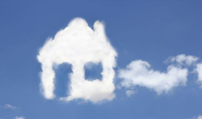 Neu bauen oder ein altes Gebäude sanieren - bei der Finanzierung sollten sich Verbraucher nicht überschätzen. (Foto)