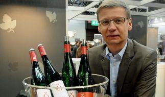 Neu-Winzer Günther Jauch schenkt ein (Foto)