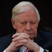 Neue Liaison: Alt-Bundeskanzler Helmut Schmidt ist mit Ruth Loah liiert.