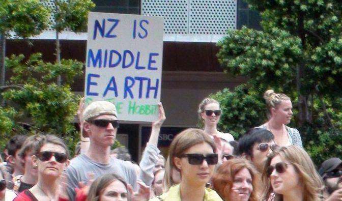 Neuseeländer demonstrieren für Dreharbeiten. (Foto)
