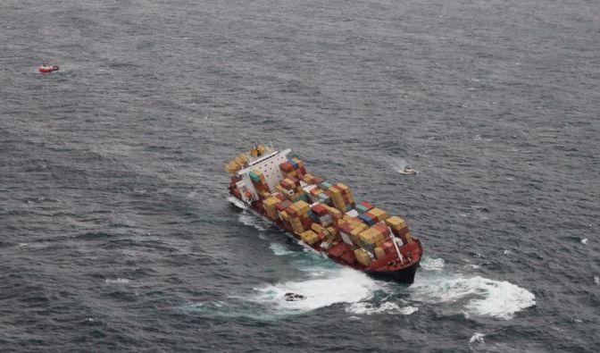 Neuseeland: Erste Container von der «Rena» geborgen (Foto)