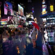 Der Times Square ist wie leergefegt. Bis auf einige Touristen haben sich die New Yorker in Sicherheit gebracht.