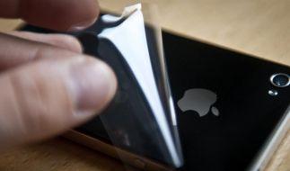 Nicht nur Schutzfolien fürs Display sind eine Investition. Auch auf der Rückwand verhindern sie Kratzer. (Foto)