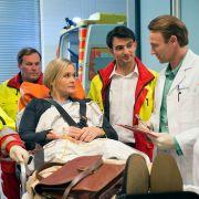 Nicole (2. v. l.) bringt Unruhe ins Liebesglück von Dr. Martin Stein (2. v. r.) und Antonia. (Foto)