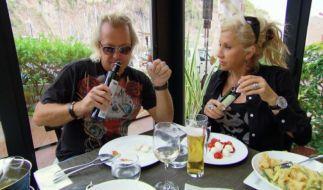 Noch haben Carmen und Robert Geiss gut lachen. Nach dem Knastausflug zeigt sich Deutschlands schillernstes Luxuspärchen schockiert. (Foto)
