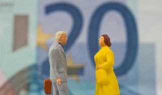 Noch gibt es für Männer und Frauen bei Versicherungen unterschiedliche Tarife. Ab Dezember müssen Versicherer allerdings Unisex-Tarife anbieten. (Foto)
