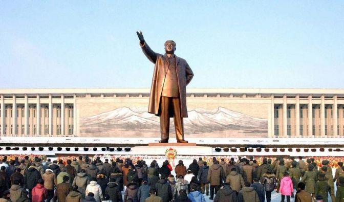 Nordkorea feiert mit gewaltiger Militärparade (Foto)
