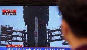 Nordkorea hat seinen Raketenstart im Fernsehen übertragen - und feiert sich für die gelungene Platzierung eines Satelliten im Erdorbit. (Foto)