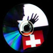 Nordrhein-Westfalen hat nach einem Medienbericht erneut eine CD mit Steuerdaten aus der Schweiz gekauft.