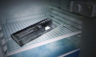 Notebook-Akku im Kühlschrank (Foto)
