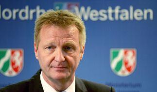 NRW-Innenminister erwägt Verbot von Salafisten-Organisationen (Foto)