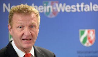 NRW-Innenminister: Notfalls Fußballvereine zur Kasse bitten (Foto)
