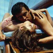 Philippe (Maurice Ronet) genießt mit seiner Freundin Marge (Marie Laforet) die Sommer- und Liebesfreuden in Italien in Nur die Sonne war Zeuge.