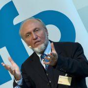 Ökonom Hans-Werner Sinn wirft deutschen Politikern in Sachen Griechenlandhilfe eine Täuschung des Bürgers vor.