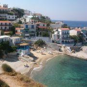 Österreich hat Geld, aber keinen Strand, auf der griechischen Insel Ikaria ist es umgekehrt: Ansicht von Armenistis, der Hauptstadt von Ikaria.