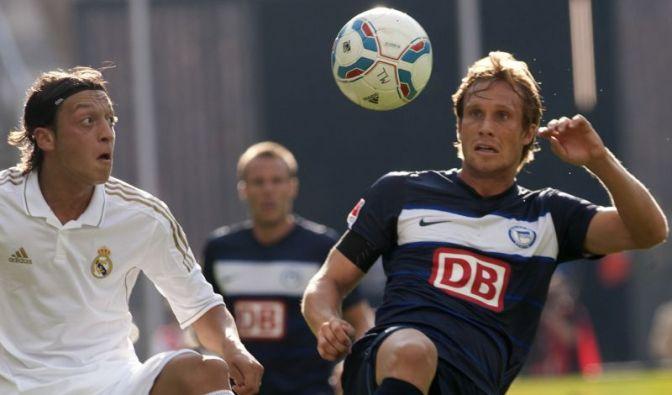 Özil gegen Ottl (Foto)