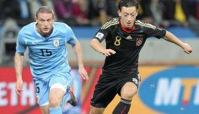 Özil ist offen für andere Vereine (Foto)