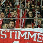 «Ohne Stimme keine Stimmung»: Fanprotest der Mainzer Anhänger.