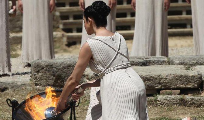 Olympisches Feuer entzündet - Gauck besucht Spiele (Foto)
