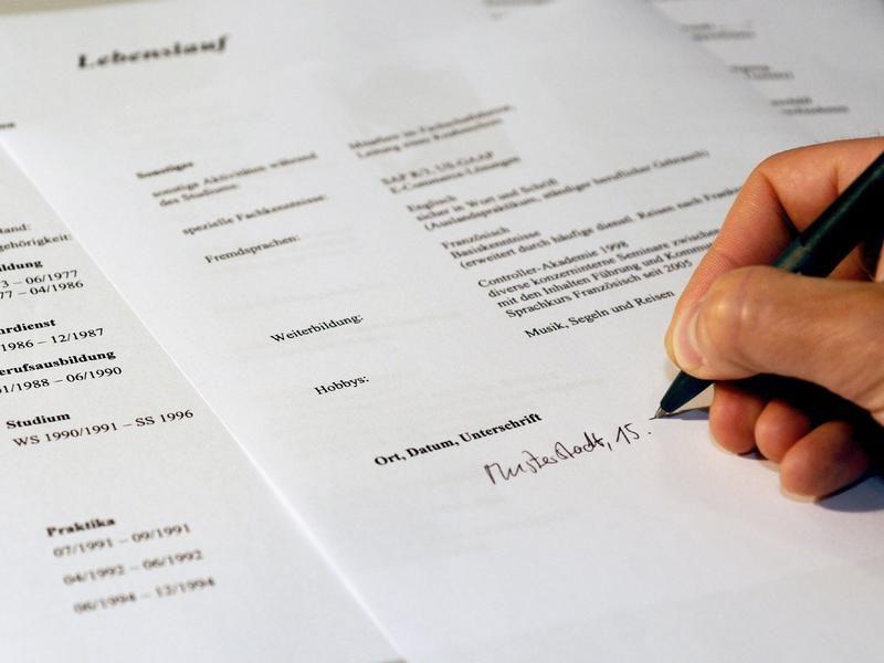 Beruf: Online-Bewerbung: Kursiver Name Als Unterschrift | News.De