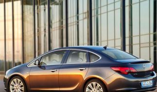 Opel Astra ab Herbst auch mit Stufenheck (Foto)