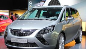 Opel jagt Mercedes (Foto)