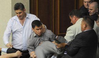 Opposition besetzt nach Schlägerei ukrainisches Parlament (Foto)