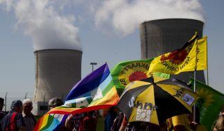 Ostermarsch vor dem Atomkraftwerk Cattenom in Frankreich (Foto)