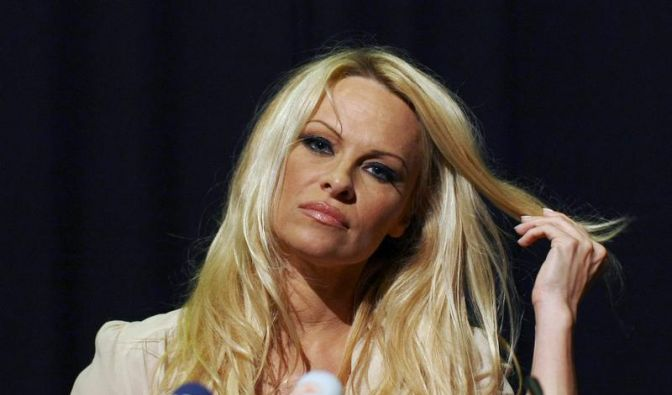 Pamela Anderson im Einsatz für Haischützer Watson (Foto)