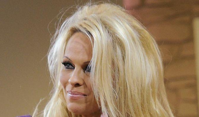 Pamela Anderson: Museumsbesuche gegen Jetlag (Foto)