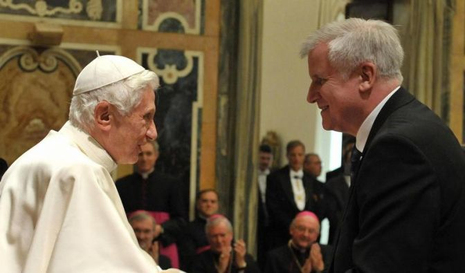Papst feiert 85. Geburtstag - Viele Gratulanten aus Bayern (Foto)