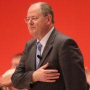Peer Steinbrück ließ sich auf dem außerordentlichen Bundesparteitag der SPD in Hannover feiern.