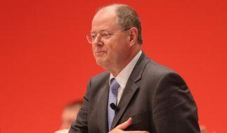 Peer Steinbrück ließ sich auf dem außerordentlichen Bundesparteitag der SPD in Hannover feiern. (Foto)
