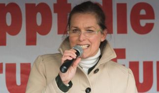 Pegida-Aktivistin Tatjana Festerling spricht während einer Kundgebung in Dresden. (Foto)