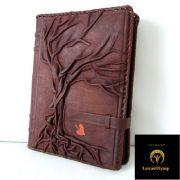 Persönliche Gedanken und Notizen sind bestens aufgehoben zwischen den handgearbeiteten Lederdeckeln der Tagebücher von LuxusOlymp.