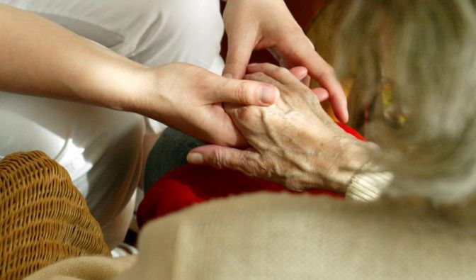 Pflegekassen geht ohne Reform 2014 das Geld aus. (Foto)