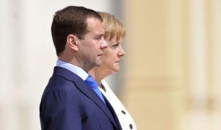 Pflegen eine gute, aber nüchterne Arbeitsbeziehung: Dmitri Medwedew und Angela Merkel. (Foto)