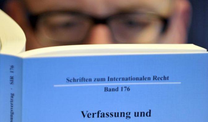 Plagiatsvorwürfe gegen Verteidigungsminister Guttenberg (Foto)