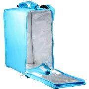Platz ist genug in der Box-In-Bag-Kühltasche, um einen ganzen Getränkekarton darin zu verstauen.