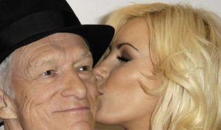 Playboy Hugh Hefner und sein Playmate Crystal Harris wollen heiraten. Aber erst, wenn die Krankheit  (Foto)