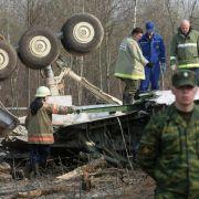 Wrackteil der verunglückten Maschine: Bei dem Flugzeugabsturz am 10. April 2010 war unter anderem Präsident Lech Kaczynski und seine Frau Maria ums Leben gekommen.