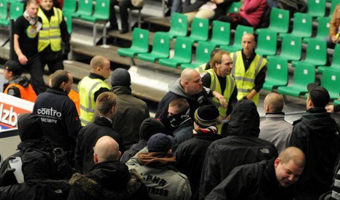 Polizei: Erste Übergriffe von St. Pauli-Anhängern (Foto)