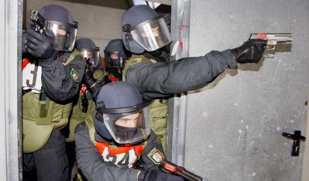 Polizisten im Einsatz (Foto)